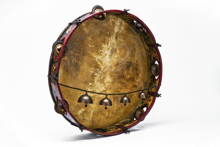 18-inch tambourine. |