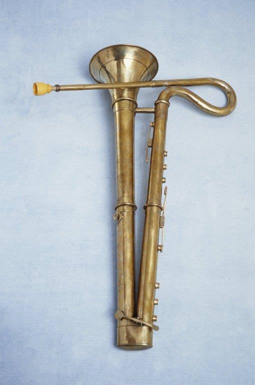 Bass horn. Nominal pitch: 8-ft C. |