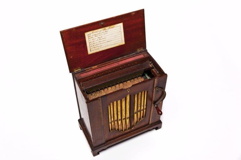 Barrel organ. |