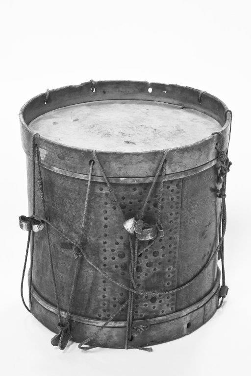 Military side drum. |