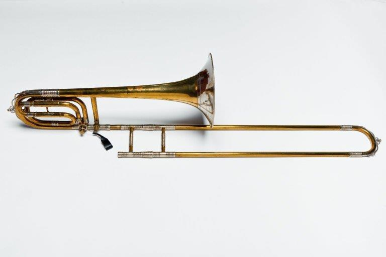 Tenorbass trombone. Nominal pitch: B♭ + F. | Stowasser