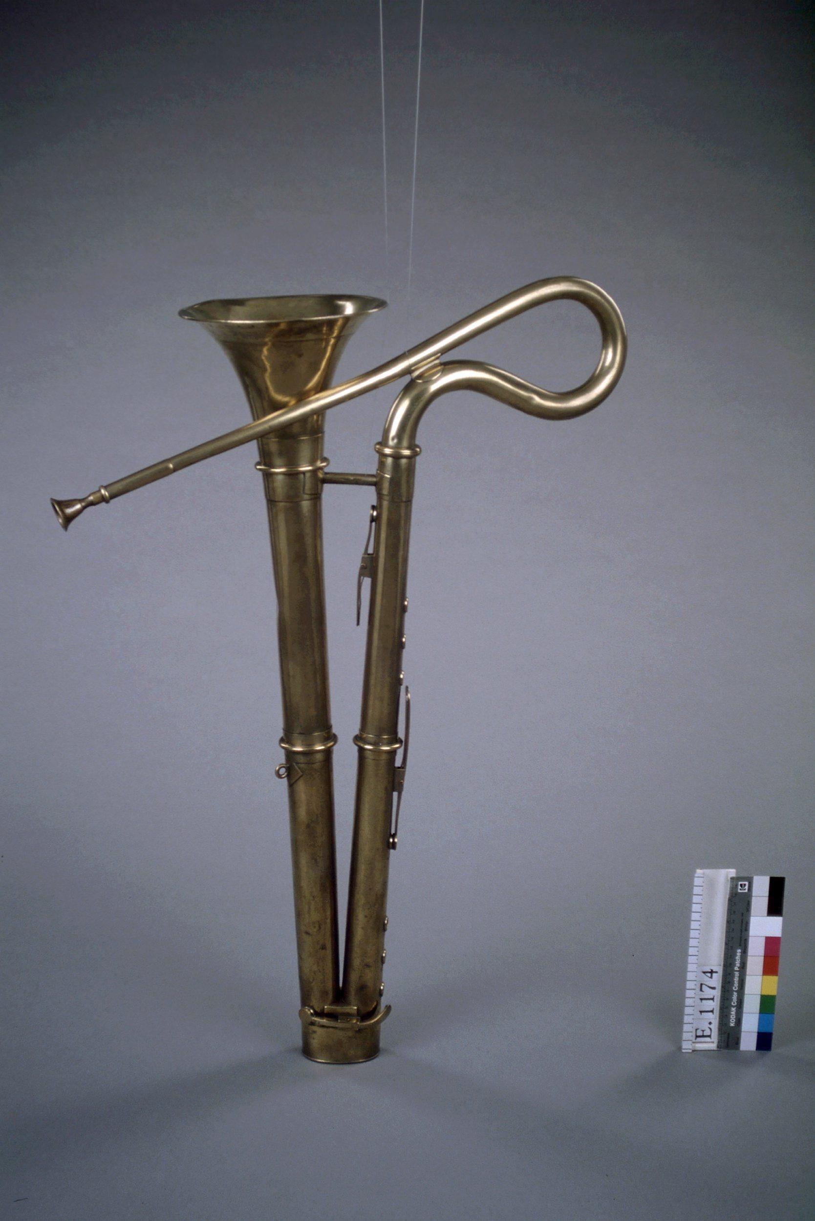 Bass horn |