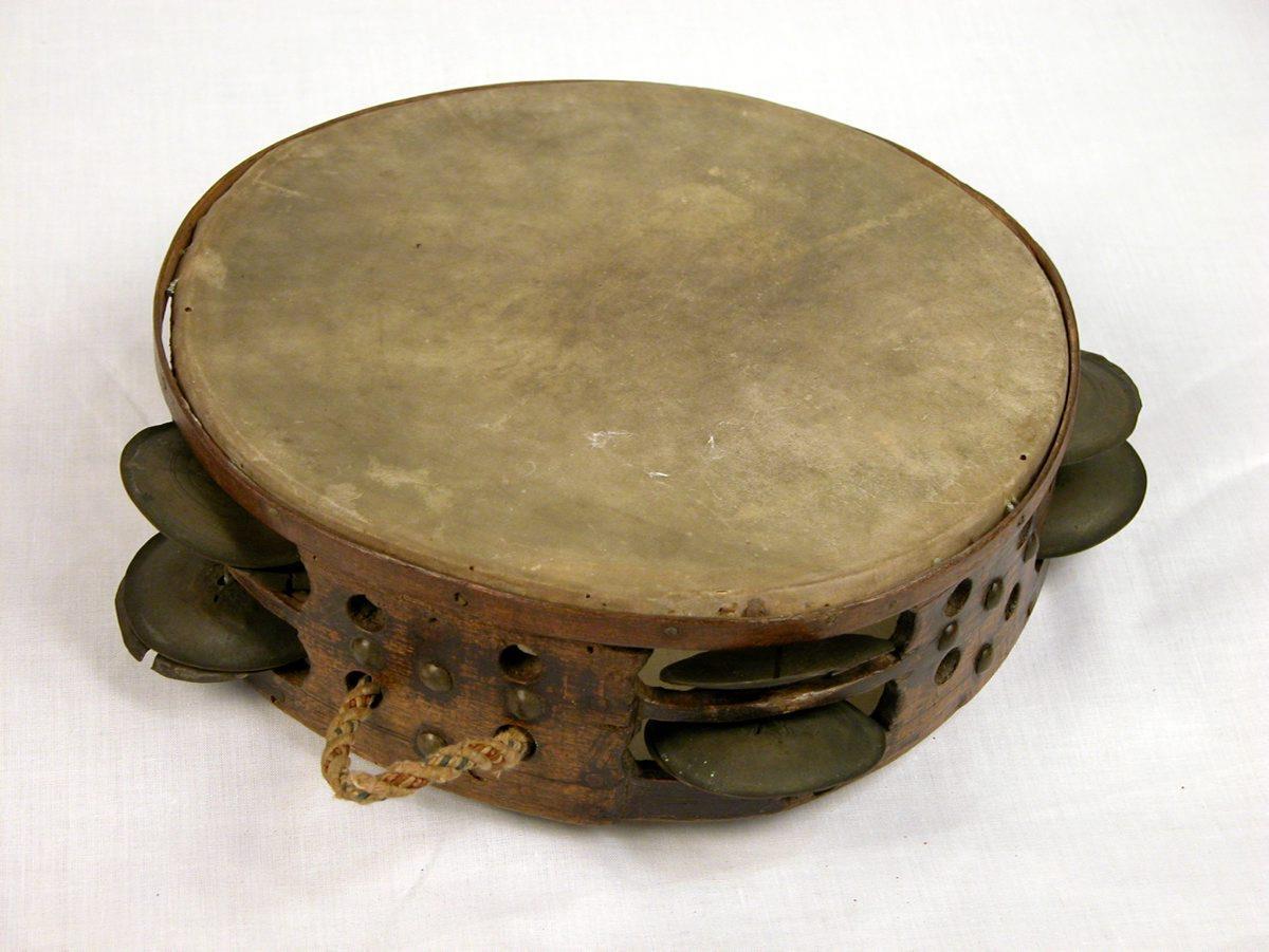 "Tambour sur cadre ""tambourin"" ""panderoa"" ""tambour de basque"" ""ttunttuna"" |"