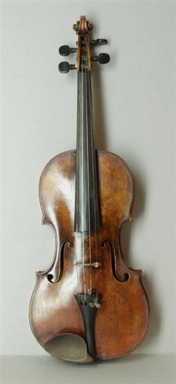 Violine mit Kasten, zwei Bögen und Zubehör | Zacharias Fischer
