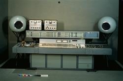 Console du studio 116 c du groupe de recherche musicale (GRM) | EMI
